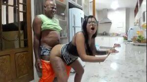 Image Bengala arregaçando a buceta da Amanda souza